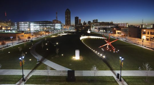 John and Mary Pappajohn Sculpture Park Overview, Des Moines Iowa Photography © Cameron Campbell - See more at: http://museeum.net/article/344/pappajohn-sculpture-park.html#sthash.9cGPxPXD.dpuf