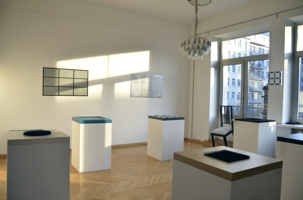 Exhibition in Simon`s flat, project by Moscovite minimal artist Dima Hunzelweg
